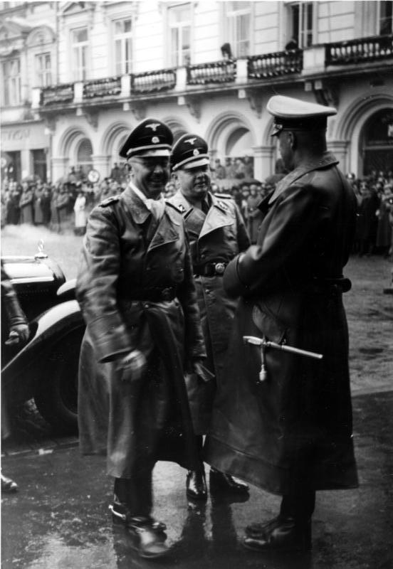 Генерал-лейтенант войск СС латышской гренадерской дивизии Бруно Шрекенбах был награждён Рыцарским крестом с дубовыми листьями.