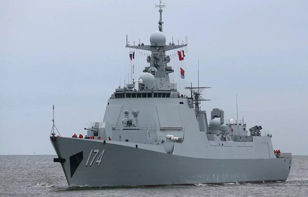 Периодически корабли Китая заходят в прибрежные воды Сенкаку, демонстрируя таким образом, кому исторически принадлежат острова.