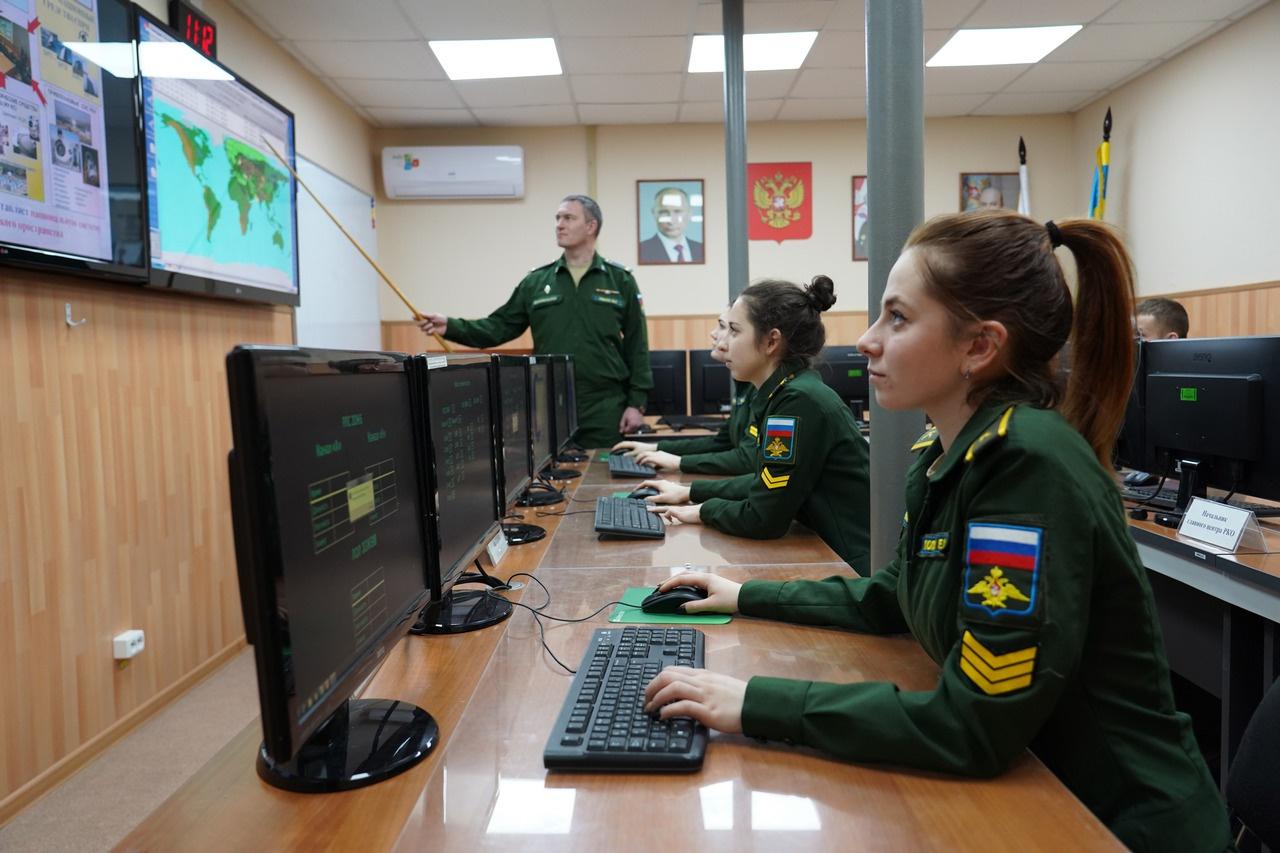 В настоящее время академия осуществляет подготовку слушателей по 11 военным специальностям командного и инженерного профиля и курсантов по 14 специальностям инженерного профиля.