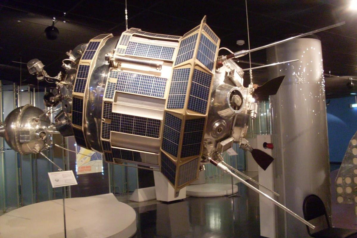 Советская автоматическая межпланетная станция «Луна-3».