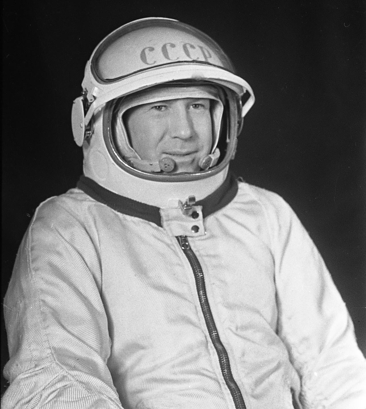 18 марта 1965 года Алексей Леонов совершил первый в мире выход в космос.