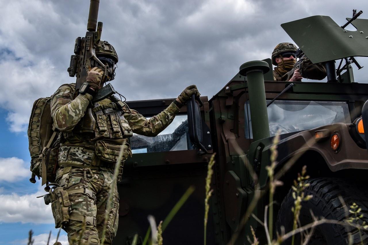 Некоторые эксперты утверждают, что война Украины с Россией может начаться со дня на день.