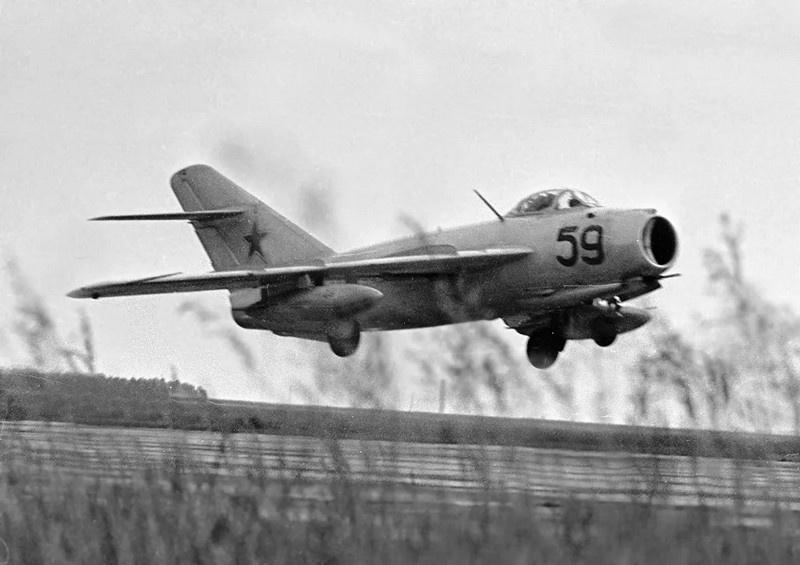 Истребитель МиГ-17.