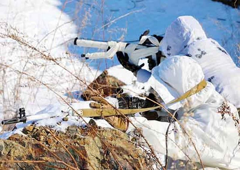 Снайперы ВВО применили новые способы поражения цели в ходе учения в Республике Бурятия.