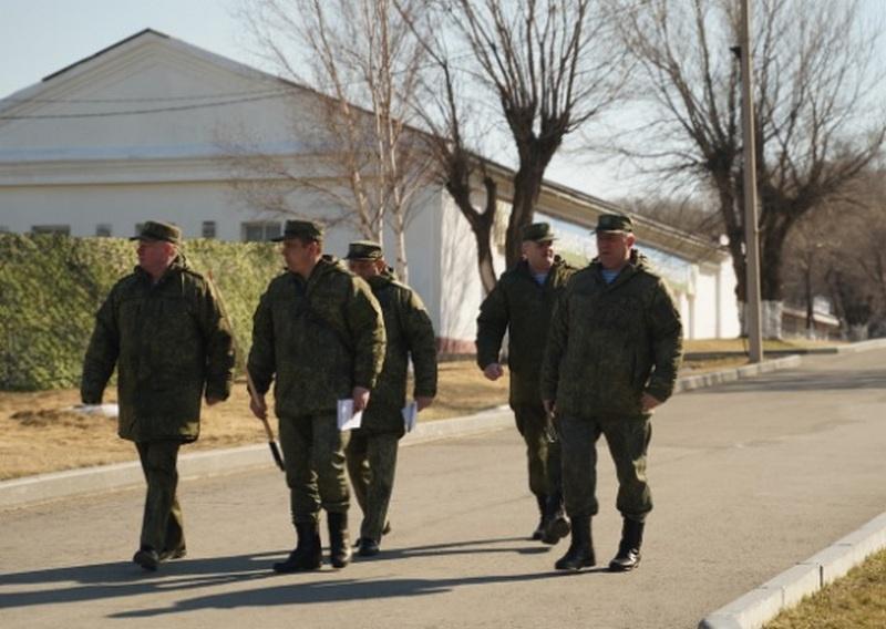 Генерал-полковник Андрей Сердюков положительно оценил боеготовность Уссурийского соединения ВДВ и довёл до командного состава приоритетные задачи боевой подготовки.