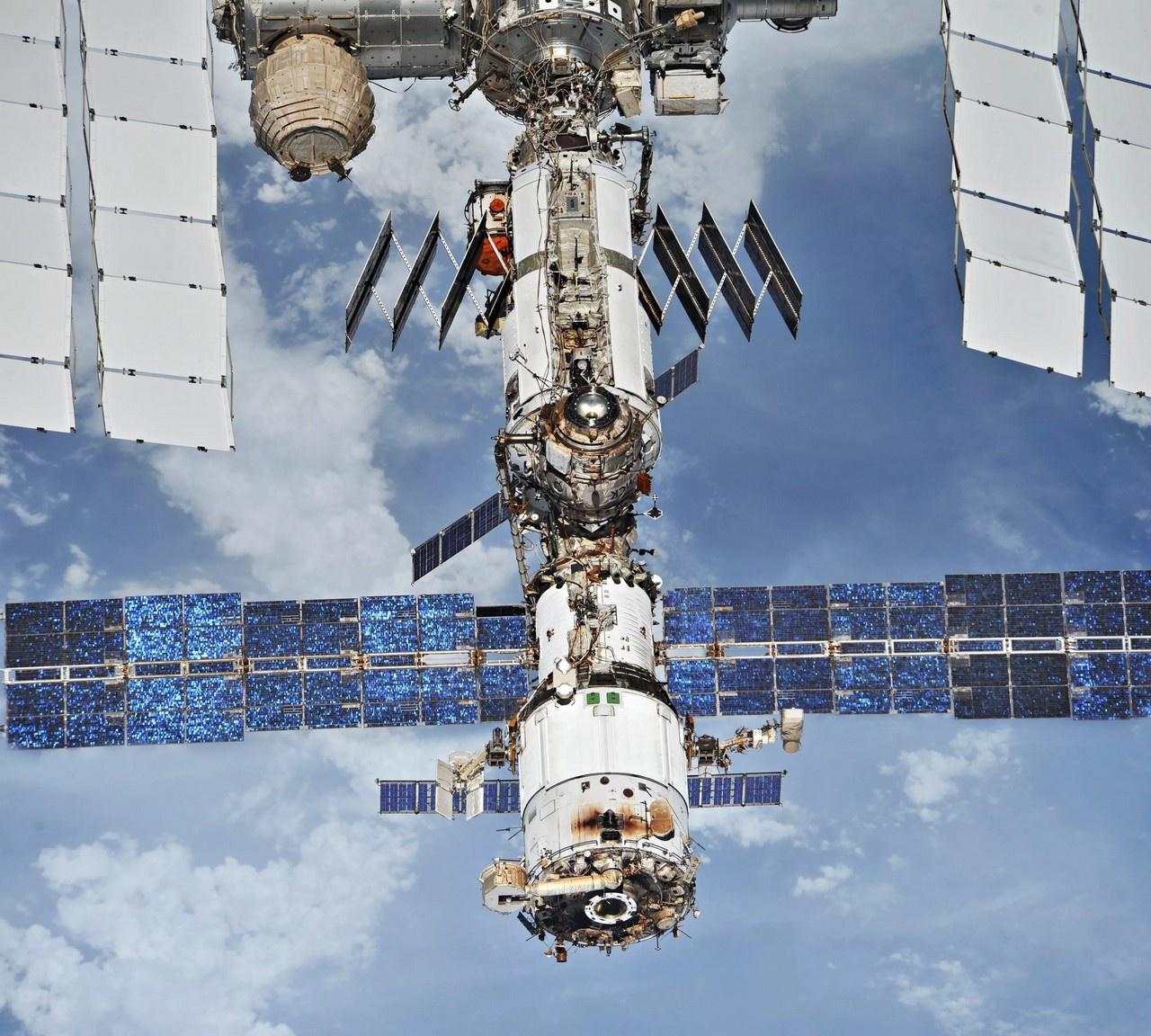 Роскосмоспродолжает отправлять на Международную космическую станцию (МКС) американских астронавтов.