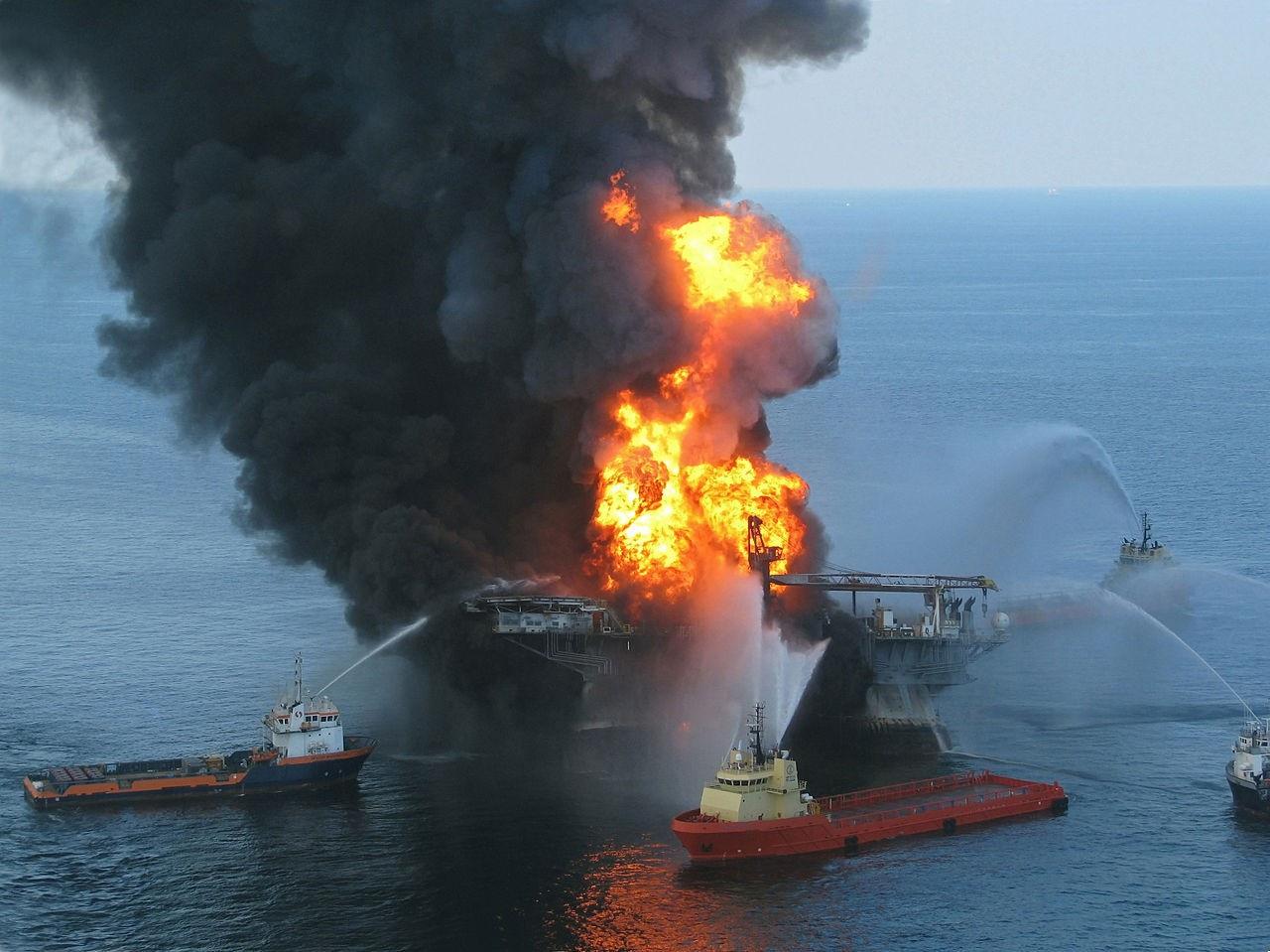 После взрыва на нефтяной платформе Deepwater Horizon в 2001 году в Мексиканский залив попали десятки миллионов баррелей нефти.