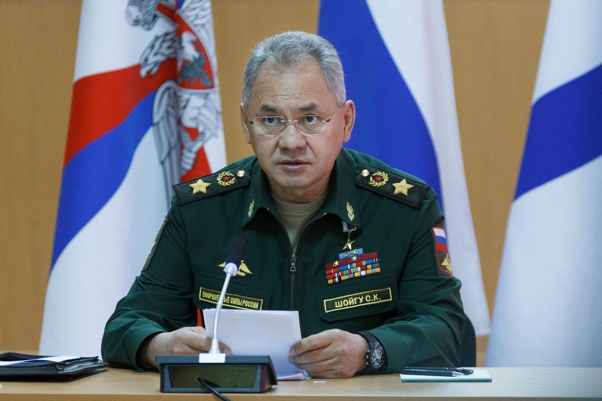 Министр обороны России генерал армии Сергей Шойгу в ходе поездки на Северный флот провёл рабочее совещание в Североморске.