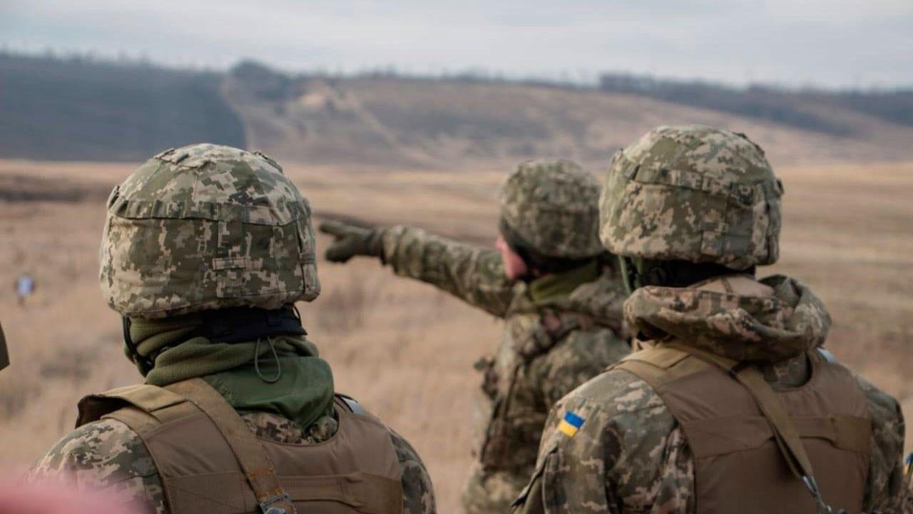 Украина уже стянула свои войска к линии разграничения с непризнанными Донецкой и Луганской народными республиками.