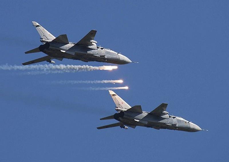 Экипажи бомбардировщиков Су-24 морской авиации Балтийского флота выполнили учебные задачи в морских полигонах в Балтийском море.