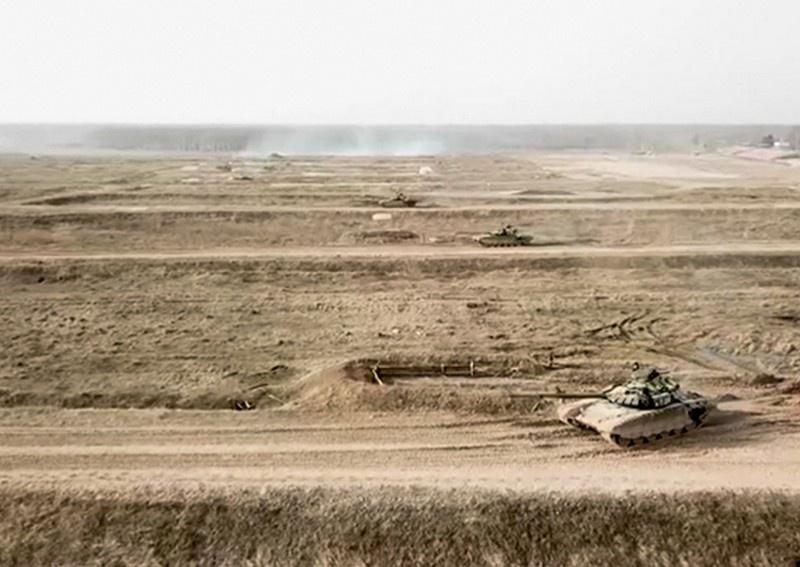 Командующий войсками ЗВО проверил ход мероприятий боевой подготовки танковой армии за зимний период обучения.