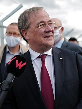 Армин Лашет, 59-летний премьер-министр федеральной земли Северный Рейн - Вестфалия, председатель ХДС.