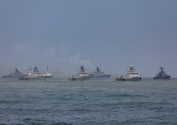 Поводом для истерик «за поребриком» стала переброска значительных сил России в регионы, непосредственно примыкающие к украинской границе, а также катеров и кораблей Каспийской флотилии в Чёрное море.
