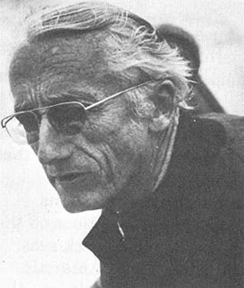 Жак-Ив Кусто - французский исследователь Мирового океана, фотограф, режиссёр, изобретатель, автор множества книг и фильмов.