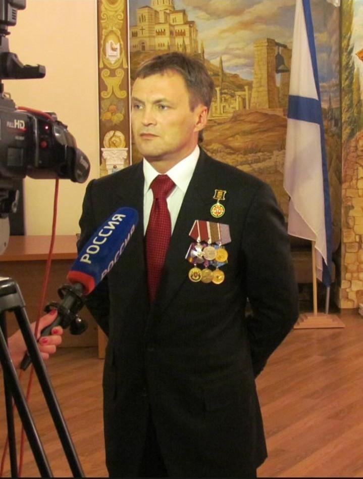 Капитан российской парусно-моторной яхты «Николаев» Гай Юрченко - бывший спецназовец, обладатель крапового берета.
