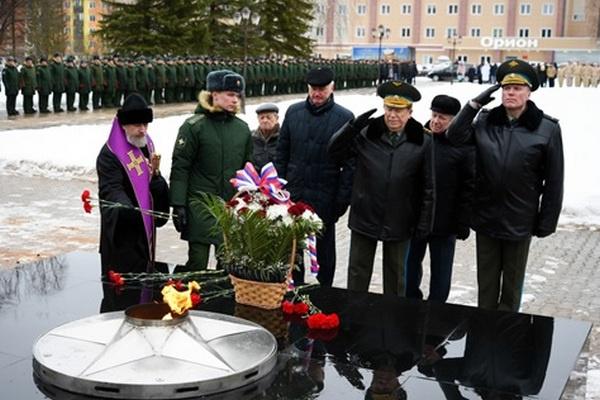 На космодроме «Плесецк» почтили память погибших при испытании ракетно-космической техники военнослужащих.