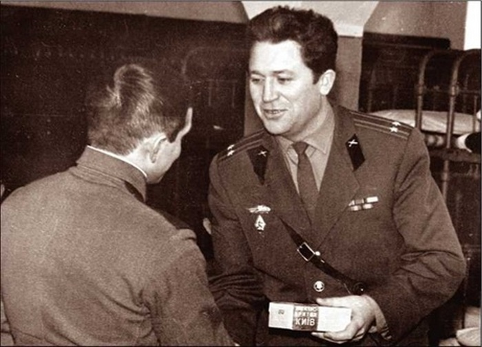 И Владимир прошёл проверку - за десять лет службы в Плесецке дослужился до заместителя командира испытательной части и получил направление в академию им. Ф.Э. Дзержинского.