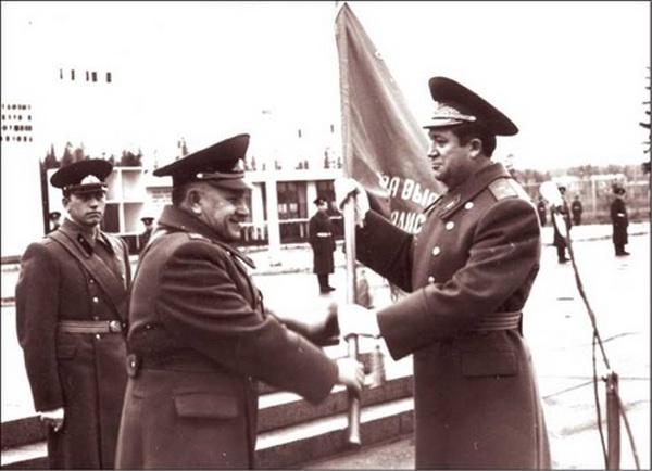 Вскоре Владимир Леонтьевич получил назначение заместителем командира ракетной дивизии, а следом командира дивизии в Нижнем Тагиле. Затем была служба в Оренбургской армии.