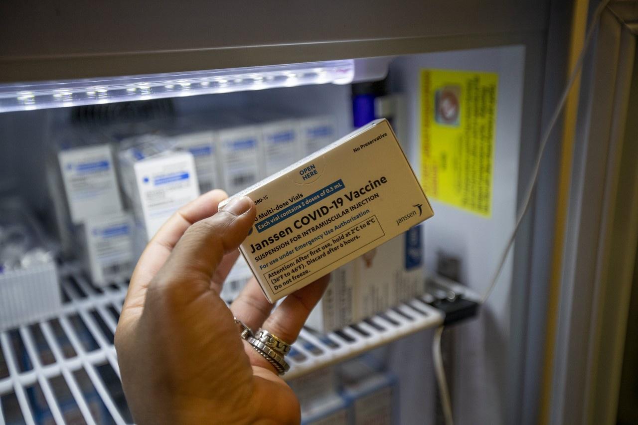 Фармацевтические бароны не заинтересованы в финансовых потерях и агрессивно проталкивают вакцины Johnson & Johnson на европейский рынок.