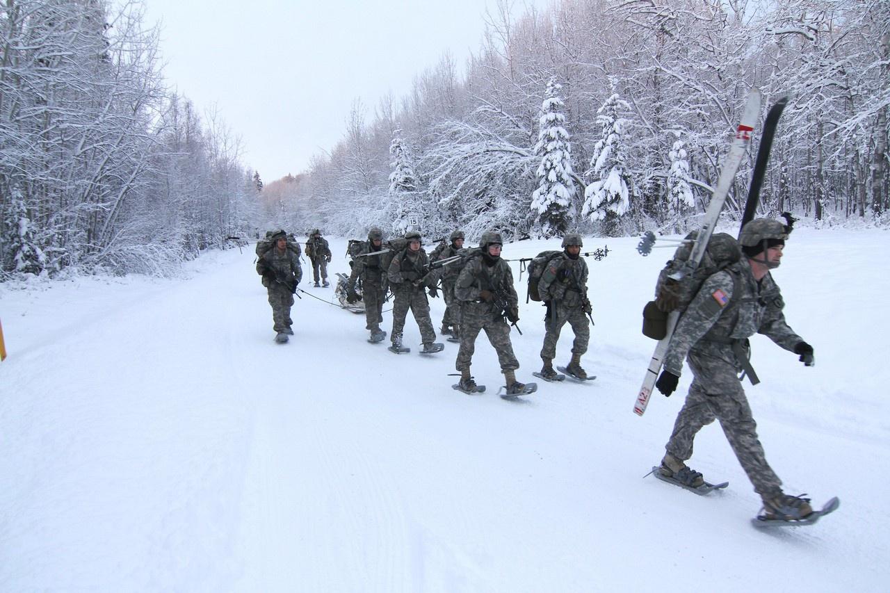 Наиболее сложной задачей командование армии, отмечается в американской стратегии, считает подготовку личного состава к ведению боевых действий в суровых арктических условиях.