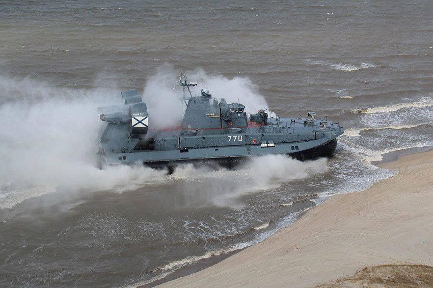 Один из балтийских «Зубров» только что отработал высадку морского десанта.