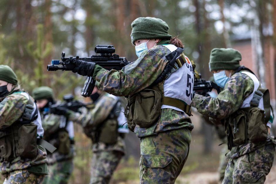 Как сообщает финский информационный портал Yle, егерский полк Утти в начале года объявил уникальный набор - только женщин - вгруппу специальных войск.