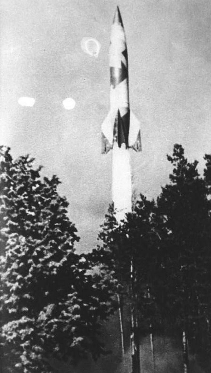 Старт ракеты «Фау-2» с полигона Маас. Голландия, между 1942 и 1945 годами.