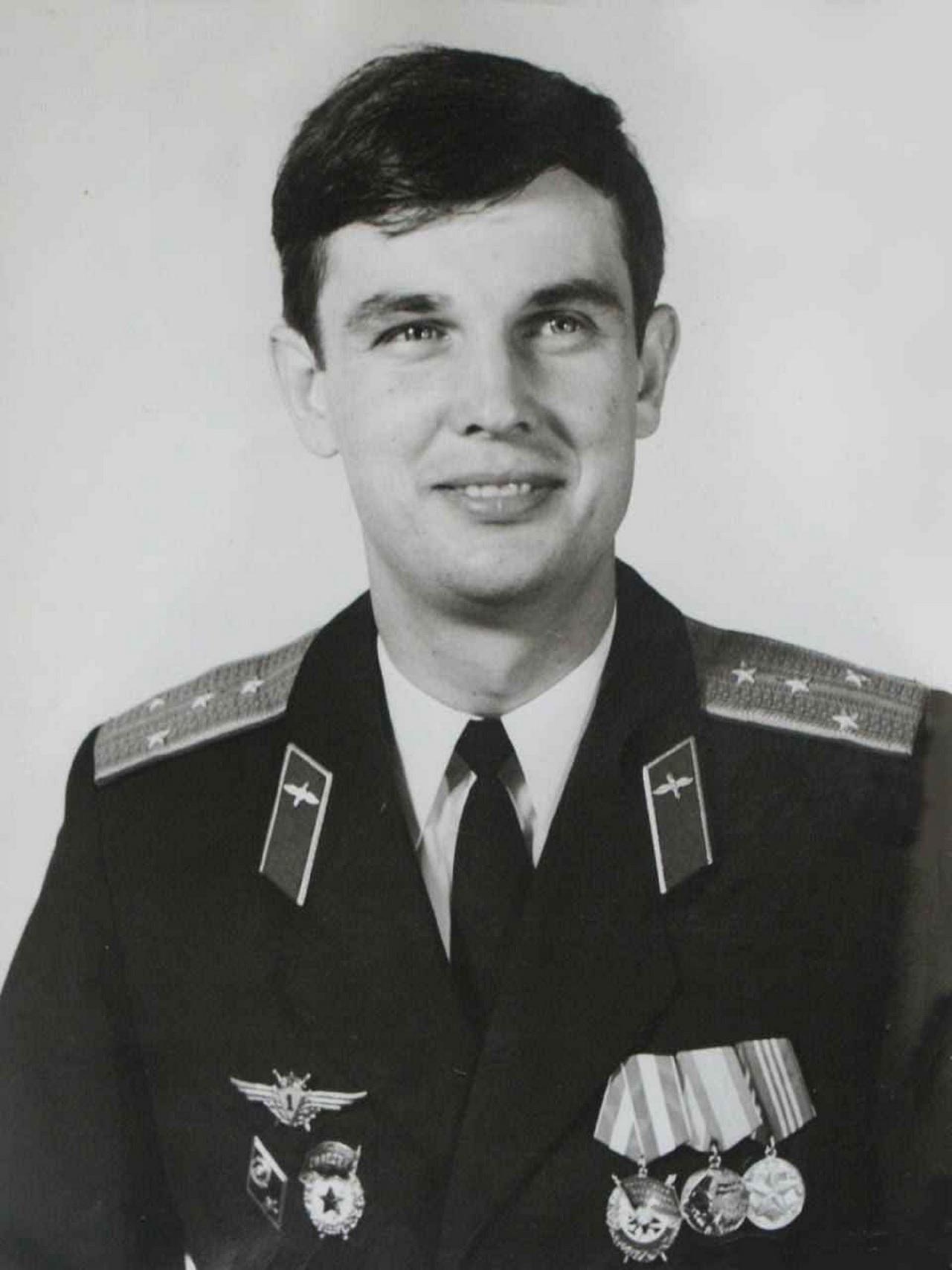Замполит эскадрильи капитан Валентин Куляпин.