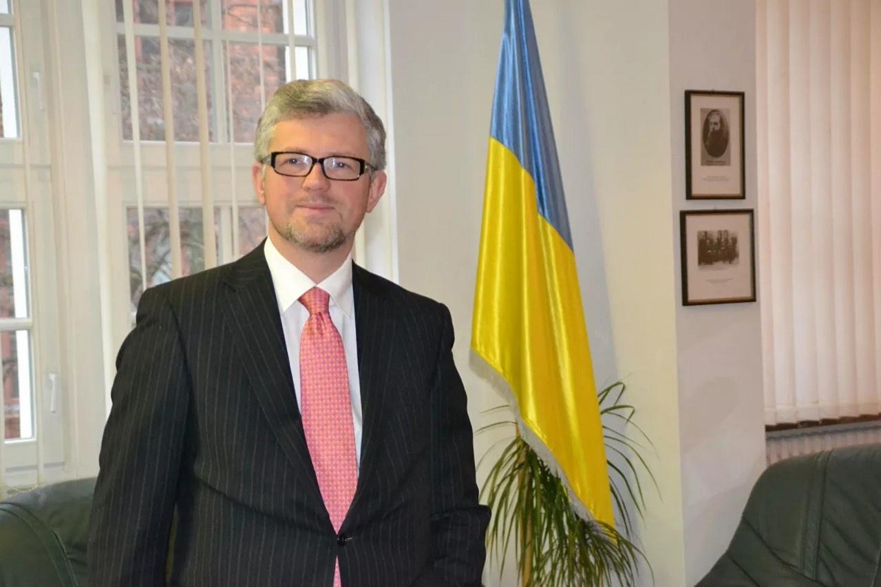 Украинский посол в Германии Андрей Мельник недвусмысленно заявил, что «если Запад не поможет Украине в противостоянии с Россией, то его страна запустит ядерную программу и создаст атомную бомбу».