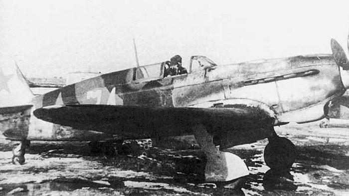 Истребитель Як-7Б.