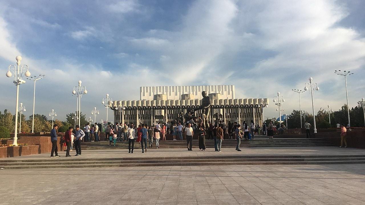 Ташкентский дворец Дружбы народов был переименован в Истиклол (Независимости).