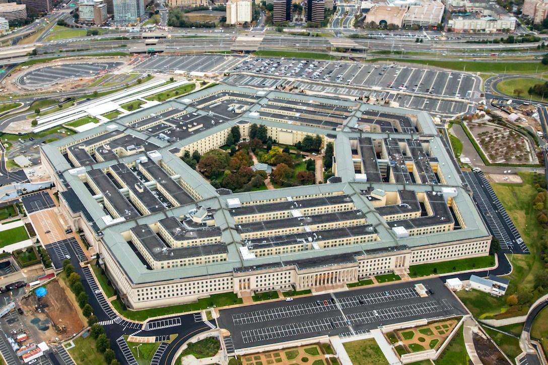 Параллельно сам Пентагон готовит отчёт об НЛО, который появится в июне и прямо призван доказать «катастрофический провал разведки».