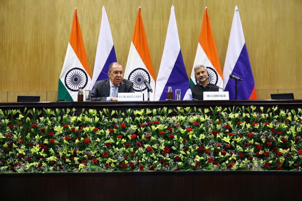 Во время недавнего визита в Индию главы российского МИД Сергея Лаврова политики и дипломаты демонстрировали обилие лучезарных улыбок и не скупились на заверения в стремлении сохранить проверенную временем дружбу и стратегическое партнёрство.