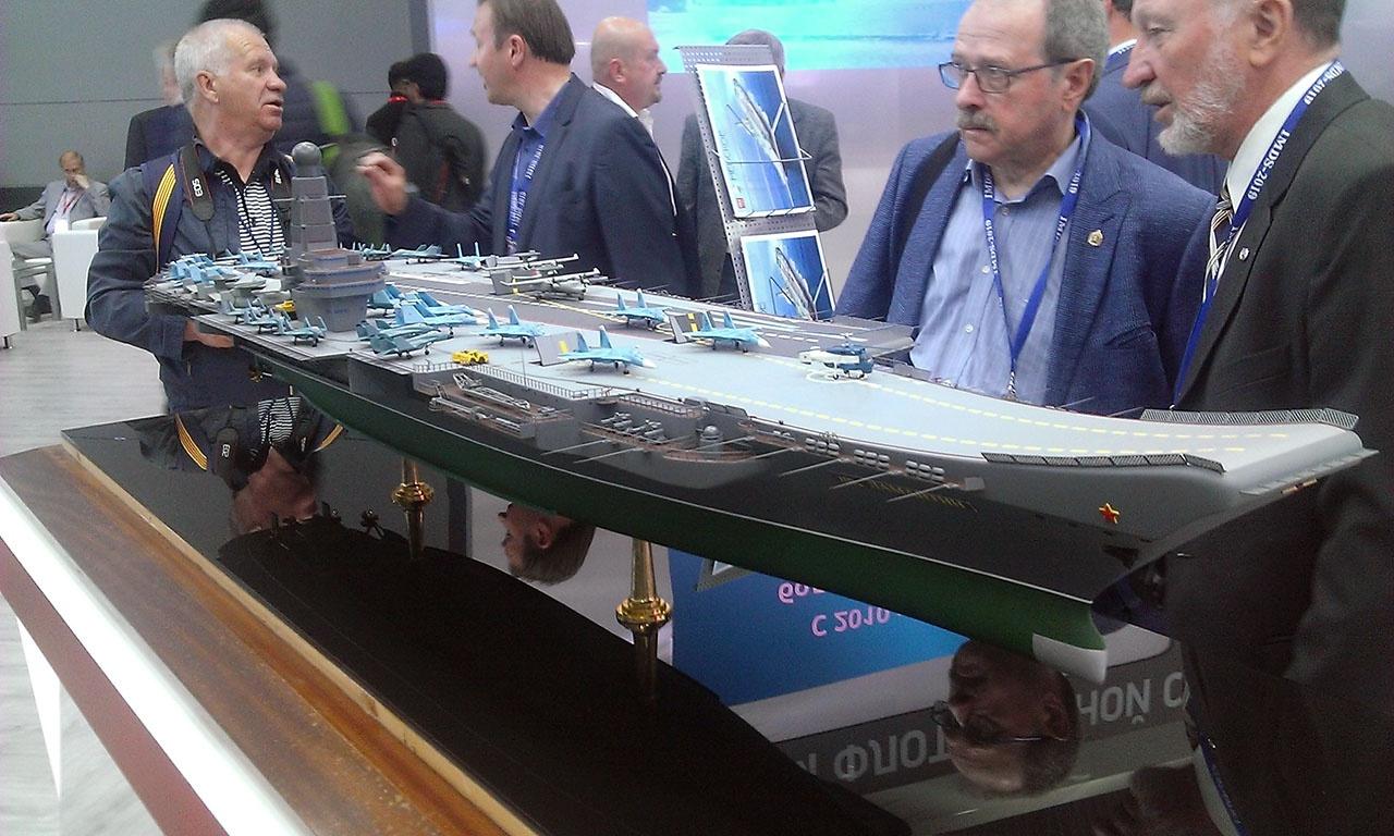 Макет нового тяжёлого авианосца «Ламантин» .
