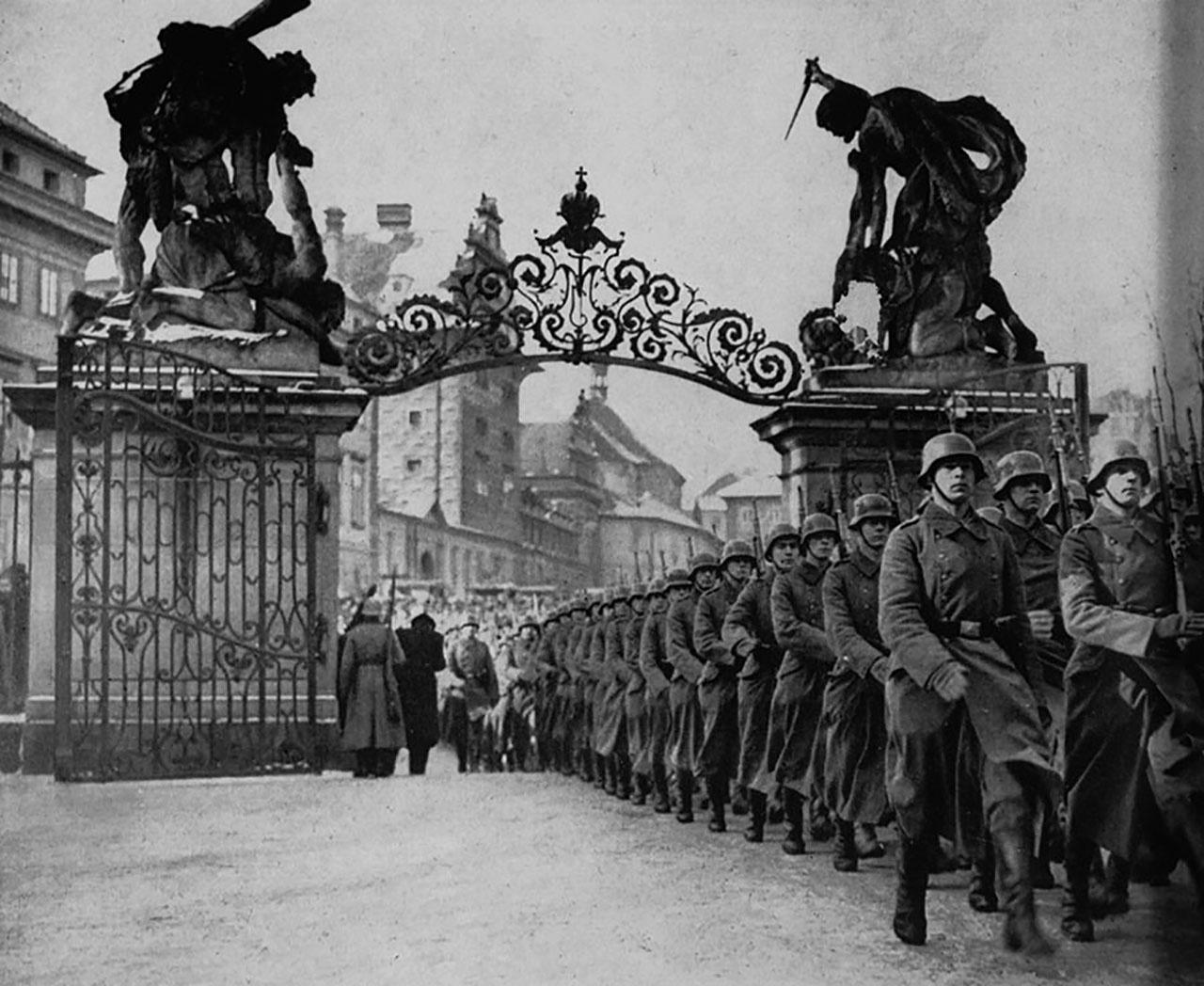 Германские войска прошлись по Чехословакии в октябре 1938 года.