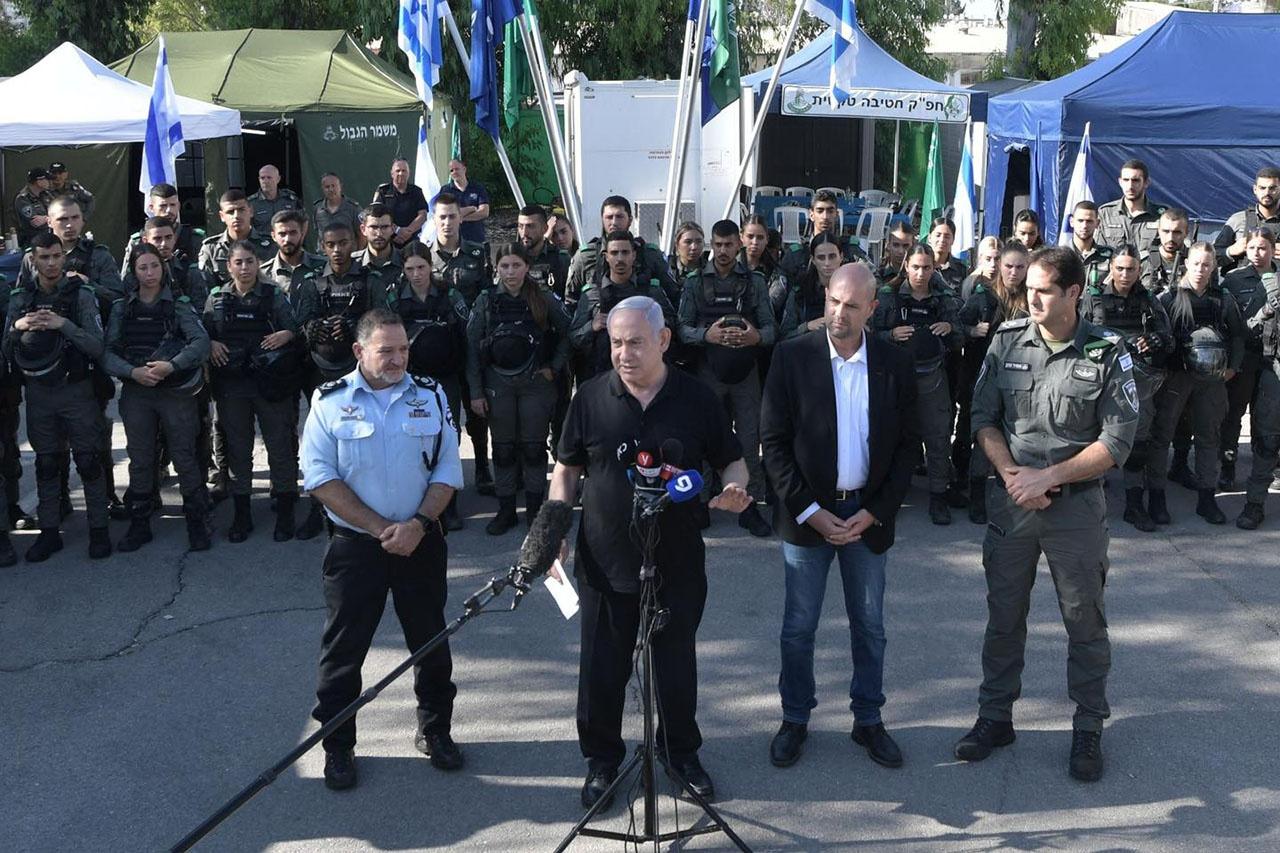 Биньямин Нетаньяху обвинил палестинцев в разжигании конфликта и вынужден отвечать силой, чтобы навести порядок.