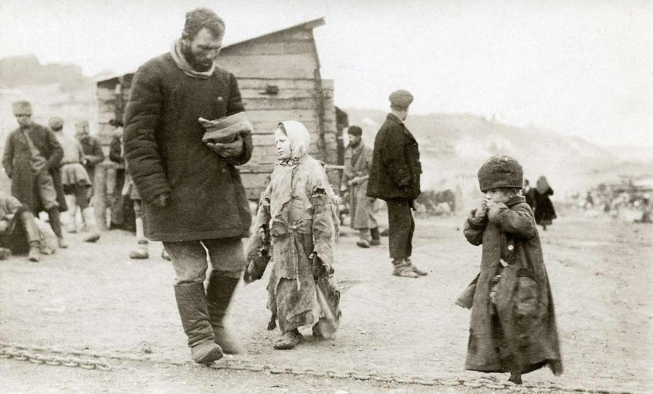 В экономическом и военном плане СССР после Гражданской войны представлял из себя жалкое зрелище, но не был кормом для национал-социалистов.
