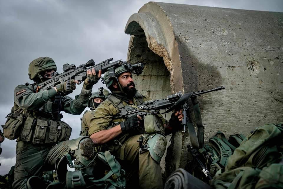 Израиль начал наземно-воздушную операцию вторжения в сектор Газа с целью разгромить ХАМАС и «Исламский джихад»*.