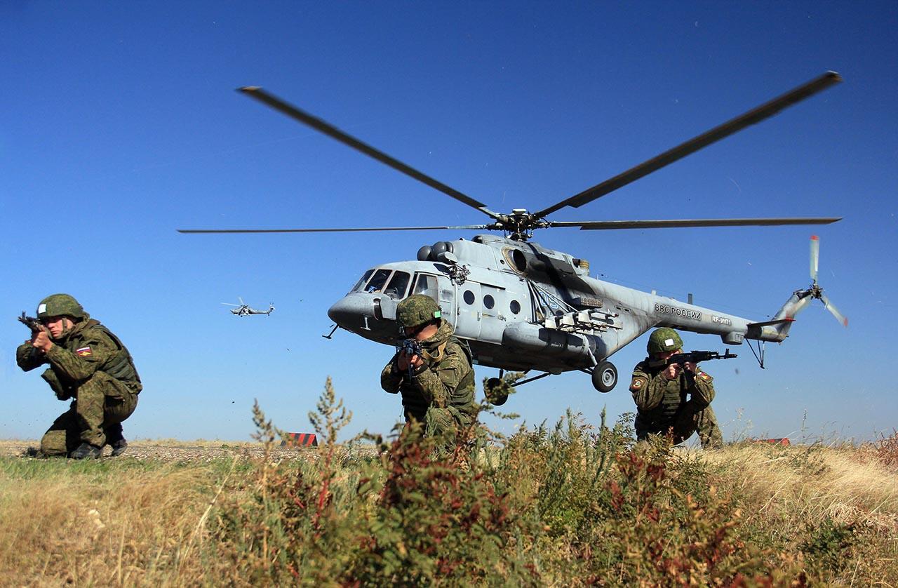 В тактическом вертолётном десанте.