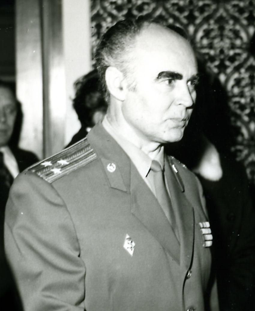 Полковник Александр Никифоров. Это он раскрыл тайну американских маячков.
