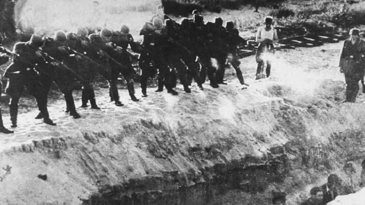 Расстрел советских граждан в урочище Бабий Яр.