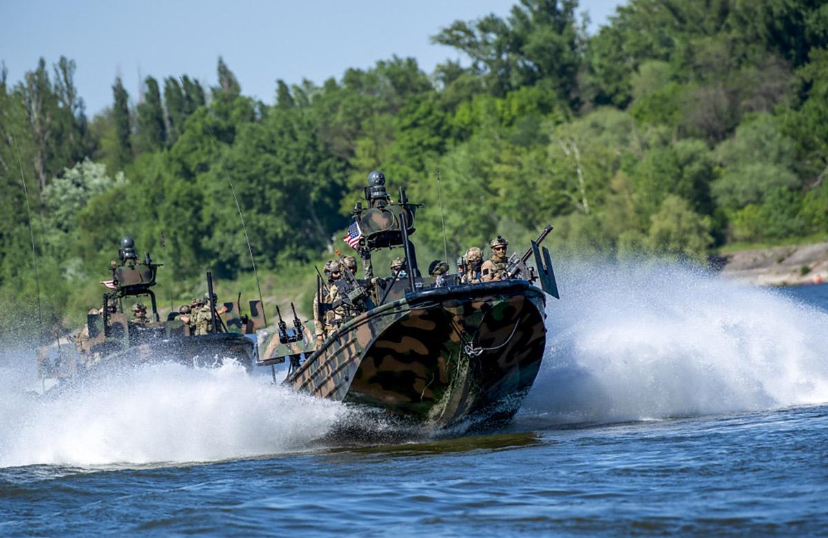 Во время учений Black Swan 21 экипажи боевых катеров специального назначения оттачивали свои навыки на Дунае.