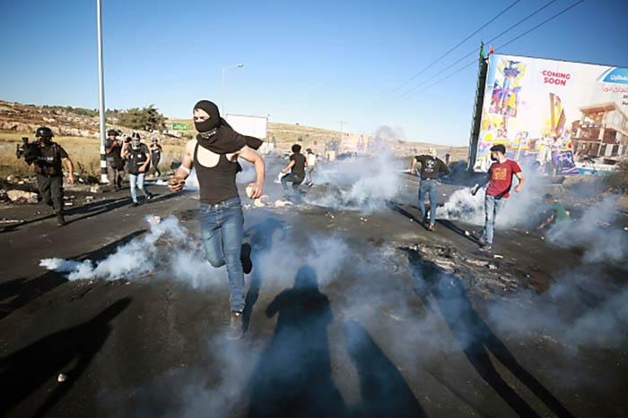 После столкновения палестинцев с израильской полицией у Храмовой горы в Иерусалиме 10 мая стычки охватили города Израиля со смешанным арабо-израильским населением.