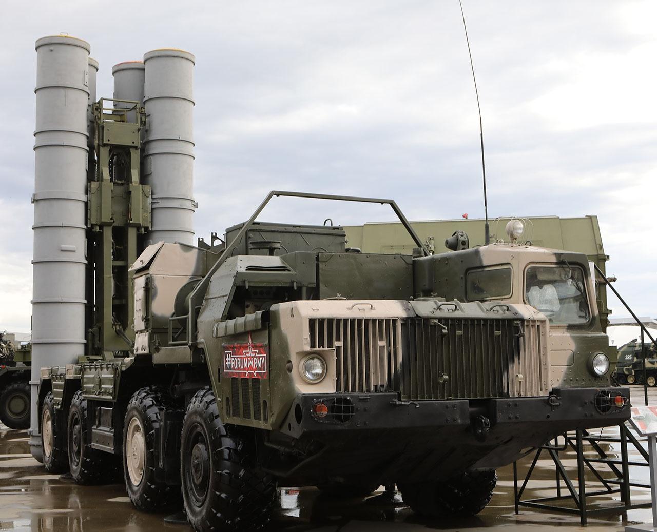 Новейшая РЛС работает в составе зенитной ракетной системы С-400 «Триумф» и войдёт в состав перспективной зенитной ракетной системы С-500 «Прометей».