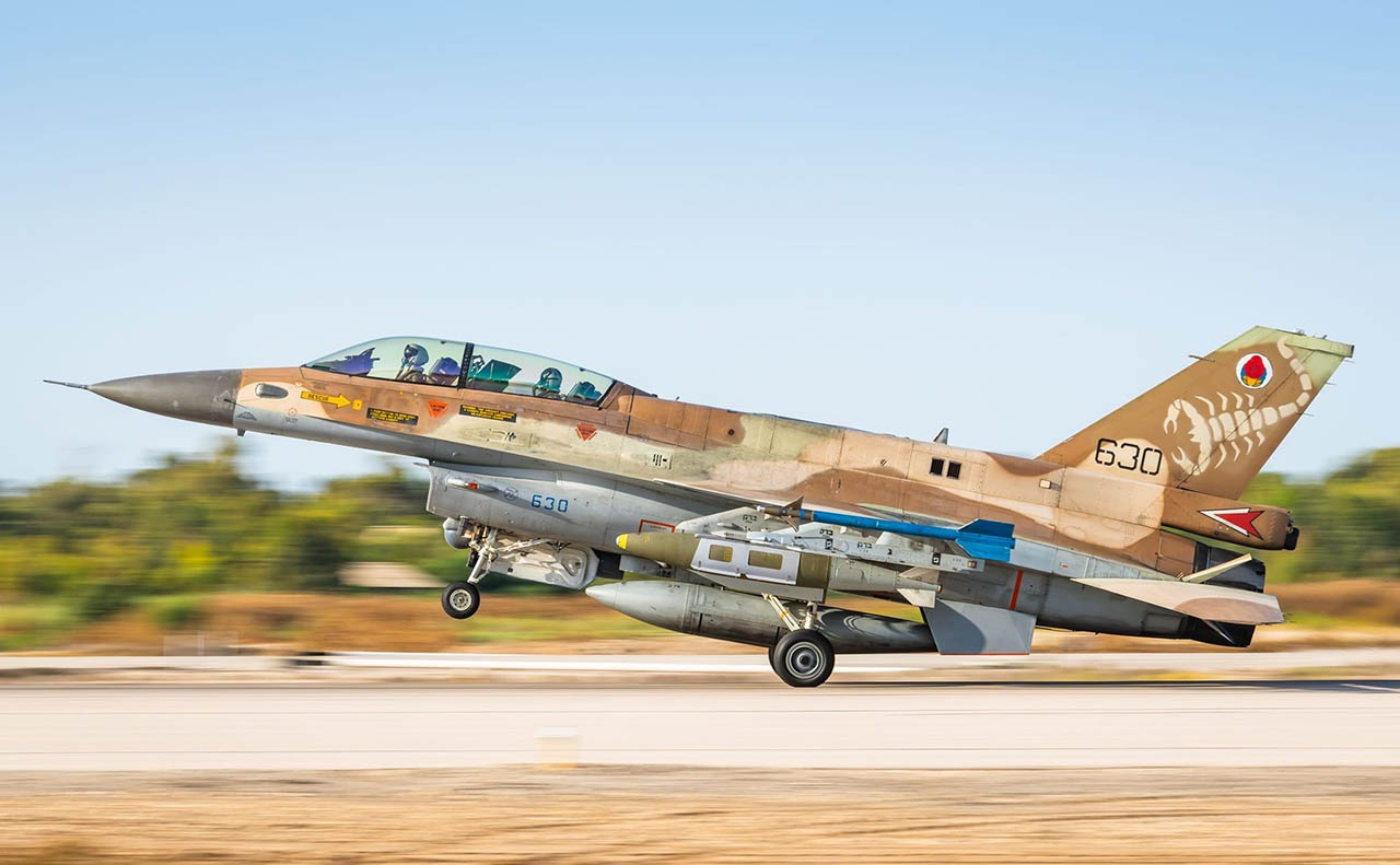 Для нанесения массированных авиационных ударов по объектам движения ХАМАС ВВС Израиля применяет разработанные в США истребители F-16I Sufa.