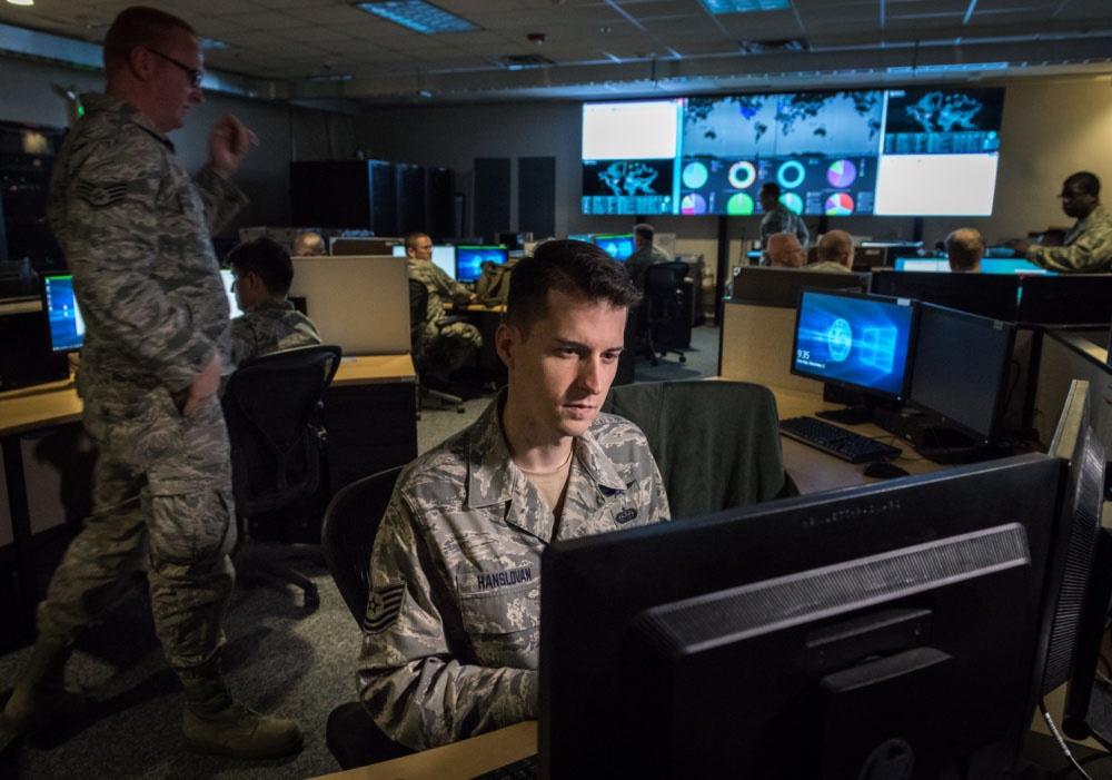 США ведёт тотальную слежку за гражданами многих стран через систему технических средств разведки «Эшелон» (ECHELON).