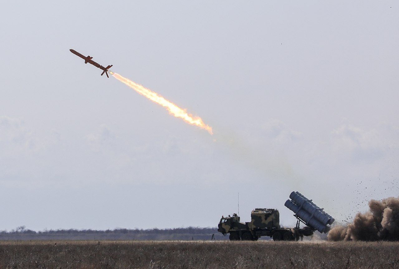 Первый дивизион ракетного комплекса «Нептун» должен поступить в войска до конца нынешнего года.