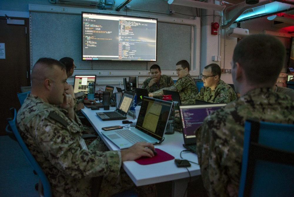 Новейшая и быстро растущая группа киберспециалистов является стержнем подпольной армии, которая «никогда не покидает свои клавиатуры».