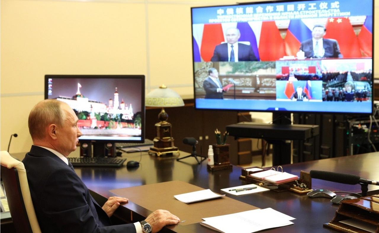 Владимир Путин совместно с Си Цзиньпином в формате видеоконференции принял участие в торжественной церемонии по случаю начала сооружения седьмого и восьмого блоков Тяньваньской атомной электростанции и третьего и четвёртого блоков АЭС «Сюйдапу» в Китае.