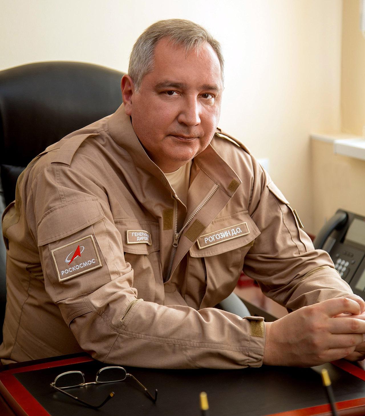 Гендир «Роскосмоса» Дмитрий Рогозин пишет, что в 2014 году его спецборт власти Румынии и Болгарии пытались принудить сесть на их аэродромы.